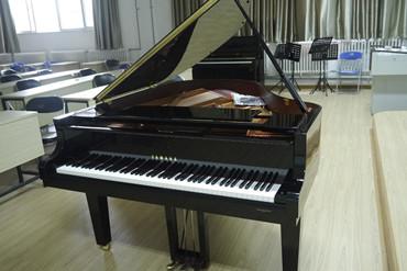 雅马哈三角钢琴