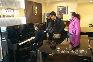 专业人员之选,雅马哈钢琴YC121EX