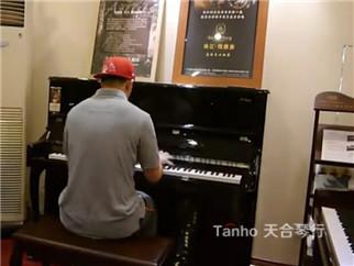 雅马哈钢琴和凯撒堡钢琴,请看专业人员怎样选