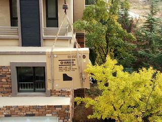楼道太窄雅马哈三角钢琴GC1被吊车送到家