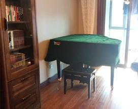 闺蜜俩一块来天合买雅马哈三角钢琴GC1和YC121EX