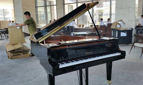 青島涵碧樓在天合琴行購置雅馬哈三角鋼琴